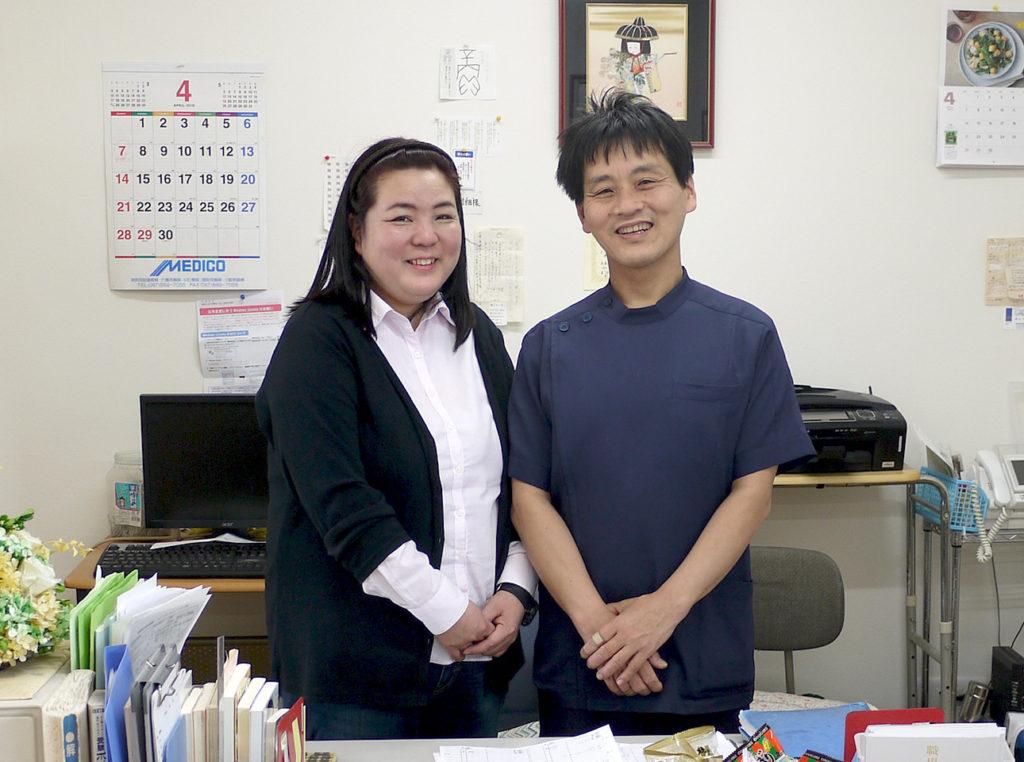 【左】受付・事務 妻の律子です 【右】鍼灸マッサージ師・柔道整復師の武田です。
